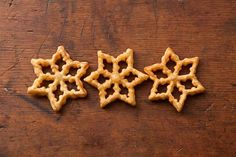 Scandinavian Rosettes are Norwegian or Swedish Christmas Cookies that are made with a traditional rosette iron, which is dipped in batter and deep fried. Gourmet Cookies, Yummy Cookies, Lemon Cookies, Biscuit Cookies, Sugar Cookies, Delicious Cookie Recipes, Dessert Recipes, Cake Recipes, Healthy Recipes