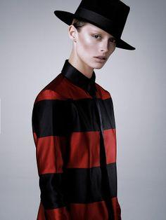 Bonde Bowie  Ultraseksowne wcielenie ikony ! Flavia Lucini porywa w lutowym wydaniu Elle.   Więcej na Moda Cafe!
