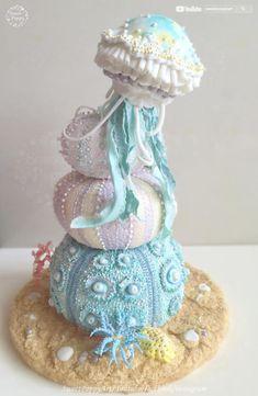 Jellyfish and Echinus (Sea Urchin) - cake by SweetPoppyArt - Hochzeitstorte - Best Cake Recipes Crazy Cakes, Fancy Cakes, Cute Cakes, Pretty Cakes, Big Cakes, Themed Wedding Cakes, Themed Cakes, Gorgeous Cakes, Amazing Cakes