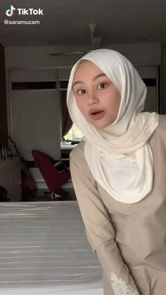 Hijab Fashion Summer, Modern Hijab Fashion, Islamic Fashion, Muslim Fashion, Simple Hijab Tutorial, Hijab Style Tutorial, Stylish Hijab, Casual Hijab Outfit, Hijab Turban Style