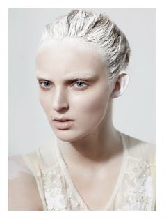 Ymre Stiekema explores a fragile, conceptual femininity, lensed by Rene Habermacher for Pop Magazine's Spring/Summer 2011 issue. Beauty Make-up, Beauty Shoot, Hair Beauty, Make Up Looks, Makeup Inspo, Makeup Inspiration, Makeup Trends, Pop Magazine, White Makeup
