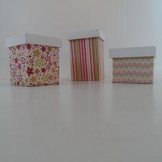Potes higiênicos em mdf, pintados com tinta latex pva, parte inferior forrado e aplicação forrada. Aplicação animais <br>Pote G Altura 13cm, Largura 8cm42 <br>Pote M Altura 10cm, Largura 8cm <br>Pote P Altura 7cm, Largura 8cm <br>A cor do tecido pode mudar um pouco conforme o lote do tecido disponível, favor confirmar antes. <br>Você cliente pode escolher a cor e a estampa que desejar, basta entrar em contato conosco <br>Este produto é sob encomenda e será despachado 15 dias úteis após a…
