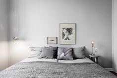 Sovrummet i sobert ljust grå