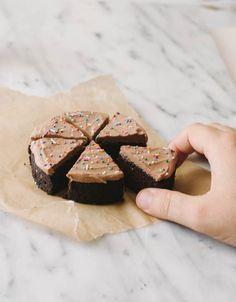 Teeny Tiny Chocolate Cake for One - The Cake Merchant Birthday Cake For Him, Birthday Desserts, Köstliche Desserts, Delicious Desserts, Mug Recipes, Sweet Recipes, Cake Recipes, Dessert Recipes, Cooking For One