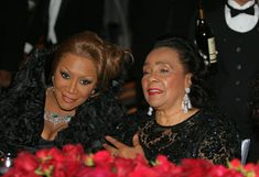 Patti LaBelle and Coretta Scott King chat during dinner.