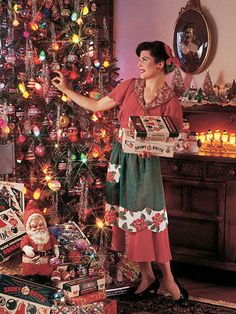 Old school 1940s decorating with lights and glass ornaments. I have one of the striped bells. It once graced my grandparent's tree. Would love to do this someday!!