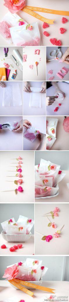 教大家做一款糖果包装,准备好牙签,彩纸,订书机,教程如图,简单又漂亮,用来装糖果OR小礼物都很美!