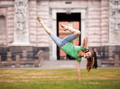 Dance Petersburg: Check out these amazing acrobatic movements of professional dancers captured by Russian photographer Vitaly Sokolovsky!