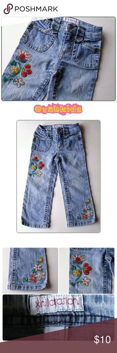 FLOWER EMBROIDERED JEANS! Cute jeans with tons of stitching detail and pretty flower embroidery! Zip and button closure and elastic waist band. The jeans themselves do have some stretch as well! Xhilaration Bottoms Jeans
