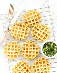 Mashed Potato and Spring Onion Waffles with Roasted Red Pepper Sauce - Dish by Dish Potato Waffles, Savory Waffles, Healthy Holiday Recipes, Vegetarian Recipes, Healthy Food, Roasted Red Pepper Sauce, Good Roasts, Wie Macht Man, Cooking Time