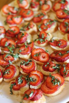 Strawberry brie crostinis - YUM! perfect for summer! Amazing on Trader Joe's whole wheat & raisin crisps. :-) - Where Home Starts
