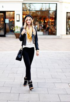The perfect edgy outfit. So city girl.