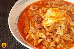 La Sopa castellana o Sopa de Ajo es una receta creada en la posguerra cuando no había medios para sustentar a una familia, como lleva pocos ingredientes y