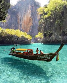 Clear waters of Maya Bay ~ Phi Phi Island, Thailand Photo: Congr. - Best Places to Visit X Thailand Travel, Asia Travel, Phuket Thailand, Thailand Honeymoon, Thailand Phi Phi Island, Thailand Vacation, Krabi Island, Beach Travel, Wanderlust Travel