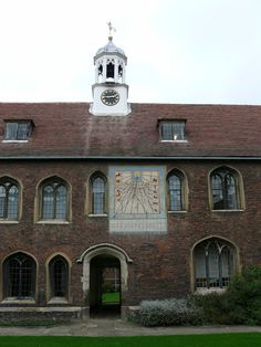 Queens College sundial in Cambridge Queen's College, Sundial, Street Lamp, Queens, Solar, Cambridge England, Mansions, Towers, House Styles