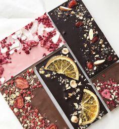 Homemade Chocolate Bars, Chocolate Candy Recipes, Artisan Chocolate, Chocolate Hearts, Chocolate Bark, Yummy Treats, Sweet Treats, Cake Decorating With Fondant, Handmade Chocolates