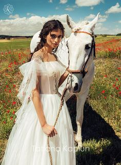 Elisabeth by Tatiana Kaplun Wild Wind Collection / Ethereal Boho Wedding Dress, Bridal Dresses, Pretty People, Beautiful People, Photography Poses, Fashion Photography, Style Photoshoot, How To Pose, Dream Dress