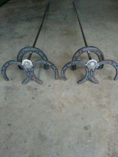 """DIY """"cup"""" holders by Sarah and Kurt, for the horseshoe pit. Horseshoe Projects, Horseshoe Crafts, Horseshoe Art, Horseshoe Ideas, Metal Art Projects, Welding Projects, Metal Crafts, Diy Cup, Types Of Welding"""