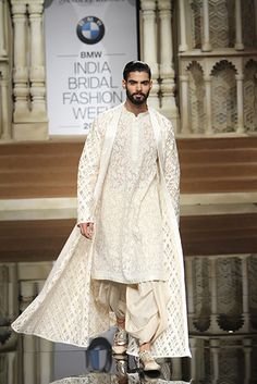 Abu Jani and Sandeep Khosla Mens Indian Wear, Mens Ethnic Wear, Indian Groom Wear, Indian Men Fashion, Groom Fashion, Women's Fashion, Kurta Men, Mens Sherwani, Sherwani Groom