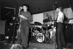 Photos of Joy Division and of their 'associates' Joy Division, Kevin Curtis, Post Punk, Paris, Concert, Cool Bands, Wave, Die Young, Warsaw