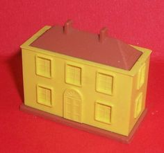 VINTAGE DOLLS HOUSE TRIANG MINIATURE TOY QUEEN ANNE DOLLS HOUSE FOR THE NURSERY