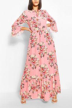 Paisley Flute Sleeve Curve Hem Maxi | Boohoo UK How To Look Skinnier, Fashion Face Mask, Bodycon Fashion, Latest Dress, Dress Collection, Paisley, Dress Up, Women Wear, Flute