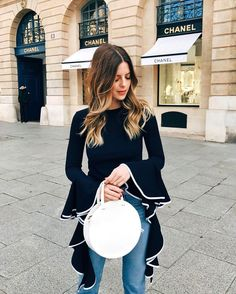 If you're after some minimalist wardrobe inspiration these Instagram accounts from minimalist fashion gurus will speak to your soul! #paris #chanel #instagram #minimalist
