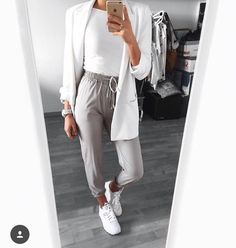 I'm not a fan of the cardigan, but this outfit looks like a great casual day outfit. I especially love the pants. They look really trendy and fitted but still very comfy. Mode Outfits, Fashion Outfits, Womens Fashion, Fashion Trends, Fashion 2016, Fashion Advice, Fashion Ideas, Look Fashion, Autumn Fashion