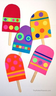 Open creative art play: make colorful oversize popsicles! Cut up paper, add some felt, stickers and markers and let kids create! A fun summer time craft #SummerCrafts #PopsicleCrafts