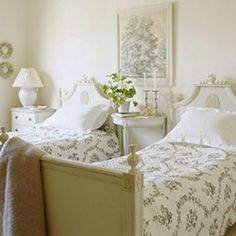 Guest bedroom with pretty twin beds