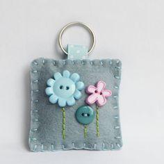 Blue Flower Keychain A cute Flower button keyring. handy to keep your keys safe . Felt Crafts Diy, Fabric Crafts, Sewing Crafts, Sewing Projects, Button Flowers, Felt Flowers, Felt Keychain, Keychain Ideas, Felt Cupcakes