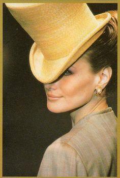 Carla Bruni, Christian Dior Haute Couture #millinery #judithm #hats
