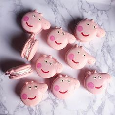 🐷 Peppa pig macarons // Have you gotten your V'day gifts ready? Hurry send in your orders to Whatsapp 91077142 now 😜 Pig Party, Puppy Party, Macarons, Cumple Peppa Pig, Pig Birthday Cakes, 3rd Birthday, Gravity Cake, Minnie, Biscuit