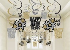 New Years birthday party ideas for invitations, decorations, party food, cakes, and favors. New Years Eve party ideas to help you celebrate that special someone in New Years style. New Year Holidays, Christmas And New Year, Holidays And Events, Family Holiday, Party Fiesta, Nye Party, Party Hire, Deco Nouvel An, Silvester Diy