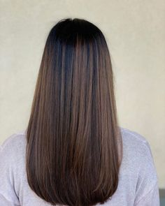 34 Sweetest Caramel Highlights on Light to Dark Brown Hair 18 Balayage Straight Hair Color Ideas You Have to See - - Straight Hair Highlights, Straight Brunette Hair, Brunette Hair Color With Highlights, Red Balayage Hair, Balayage Straight Hair, Highlights For Dark Brown Hair, Brown Straight Hair, Brown Balayage, Balayage Brunette