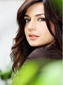 She attained stardom with her role in the drama serial 'Doosra Aasmaan', which was telecast from Pakistani television in Pakistani Models, Pakistani Actress, Pakistan Movie, Muslim Women Fashion, Name Wallpaper, Beautiful Fantasy Art, Local Girls, Cute Beauty, Indian Celebrities