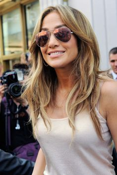 Jennifer Lopez : hair and glasses
