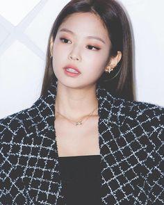 Jennie at the Chanel CoCo Crush Event Blackpink Jennie, South Korean Girls, Korean Girl Groups, Rapper, Kim Jisoo, Blackpink Fashion, Korean Fashion, Gal Gadot, Korean Singer