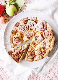 Korvapuustifanin omenapiirakka   Maku Vegan Dessert Recipes, No Bake Desserts, Good Food, Yummy Food, Healthy Food, Just Eat It, Sweet Pastries, Foods To Eat, Vegan Foods