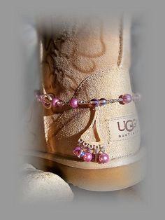 UGG Boot Bracelet www. Milan Fashion Weeks, New York Fashion, Teen Fashion, Fashion Shoes, Fashion Trends, Runway Fashion, Ugg Winter Boots, Snow Boots, Rain Boots