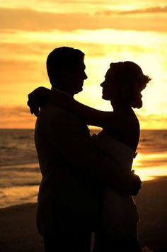 Beautiful beach wedding at sunset | Life's Highlights Photography