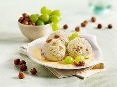 Herrlich-süßes Eis aus Weintrauben, Rosinen und knackigen Haselnüssen - auch mit Rumrosinen ein Hochgenuss!