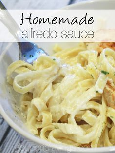 Looking for fettucini alfredo sauce homemade recipes? This easy alfredo sauce recipe is a favorite of our family - in fact, it makes it's way onto my meal plan about once every couple of weeks. See how you can have alfredo sauce easy Olive Garden style at Sauce Alfredo, Fettuccine Recipes, Alfredo Sauce Recipe Easy, Homemade Alfredo, Homemade Sauce, Kitchen Recipes, Cooking Recipes, Gourmet, Sauces