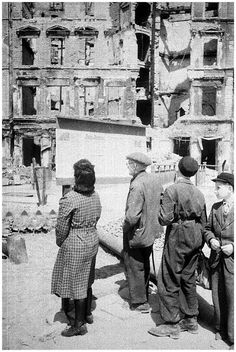 HISTORY IN PICTURES: BE THERE: Images Of War, History , WW2 : 1945. People of Berlin suffer.WW2: After Germany lost