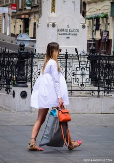 This street style stunner shows us how to wear white mini dress and mega popular Greek gladiator sandals with colorful pompoms! This look is an absolute cin Pompom Sandals, Gladiator Sandals Outfit, Strappy Sandals, Spring Summer Fashion, Spring Outfits, White Mini Dress, Mode Outfits, Trends 2018, Street Style Women
