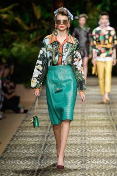 Dolce & Gabbana Spring 2020 Ready-to-Wear Fashion Show Collection: See the complete Dolce & Gabbana Spring 2020 Ready-to-Wear collection. Look 30 Catwalk Fashion, Fashion Week, Fashion 2020, Spring Fashion, Fashion Show, Fashion Outfits, Fashion Design, Fashion Styles, Fashion Clothes