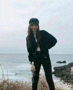 blackpink in your areah Blackpink Fashion, Korean Fashion, Fashion Outfits, Kim Jennie, Blackpink Members, Blackpink Photos, Blackpink Jisoo, South Korean Girls, Foto E Video