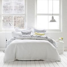 white just has such a smoothing feeling to it. i love this bed and the natural light the space is soaked in.