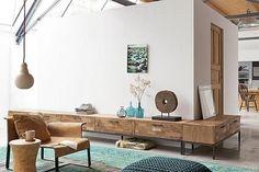 Combineer meerdere dressoirs tot een wandmeubel dat zelfs tot om de hoek reikt. Photography by Jansje Klazinga JKF®