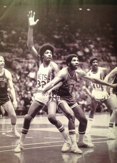 Doc posting up his old teammates from Virginia. this couldn't have been taken 2 long after he was traded; Squires folded shortly after.